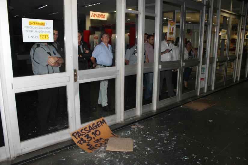 13-06-18 - Vandalismo Centro Cubatão - AN (18)