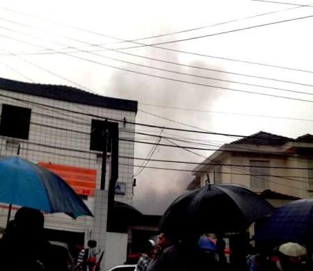 Imagem do local logo após o acidente (foto: Carlos Pimentel Mendes/Reprodução)